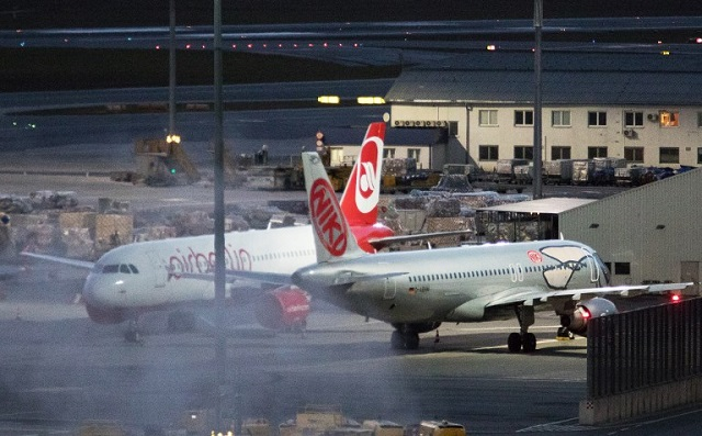 A grounded aircraft of bankrupt Niki Luftfahrt GmbH is pictured at the Vienna International Airport in Schwechat, Austria, on December 14, 2017. Austria began Thursday organising the repatriation of thousands of passengers stranded by the grounding of the airline Niki after Lufthansa dropped plans to buy it. / AFP PHOTO / ALEX HALADA